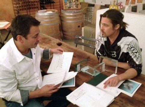 brad pitt and frank pollaro discussing furniture designs