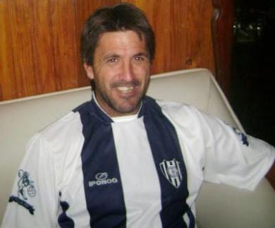 CLAUDIO OTERMIN CAMBIO DE BUZO...PERO NO DE VIA