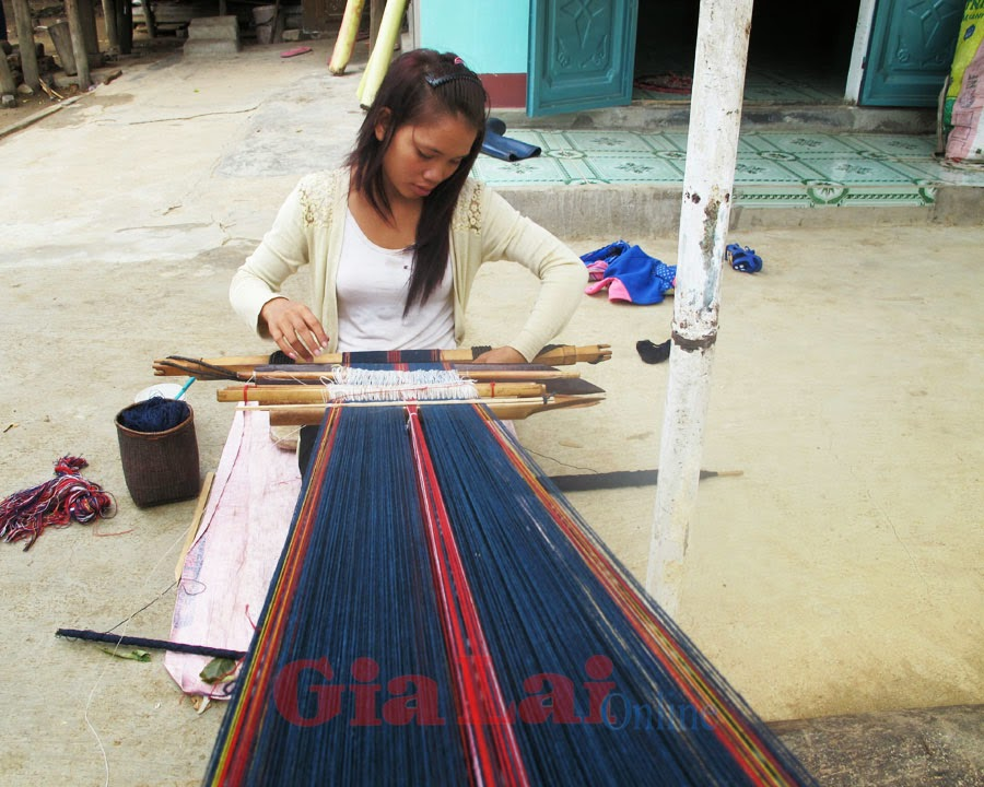 Gia Lai: Nghề dệt thổ cẩm ở làng Len Tô