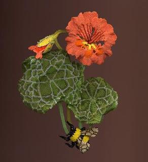 Как сделать цветы и насекомые из бисера