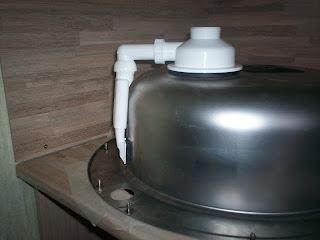 кухонная мойка с переливом в собранном виде