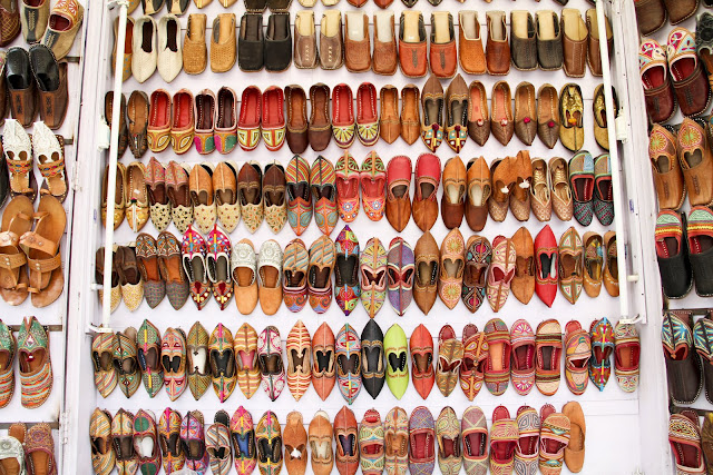 India, Rajasthan shopping, wandering style, leather pixie shoes, embroidered pumps india