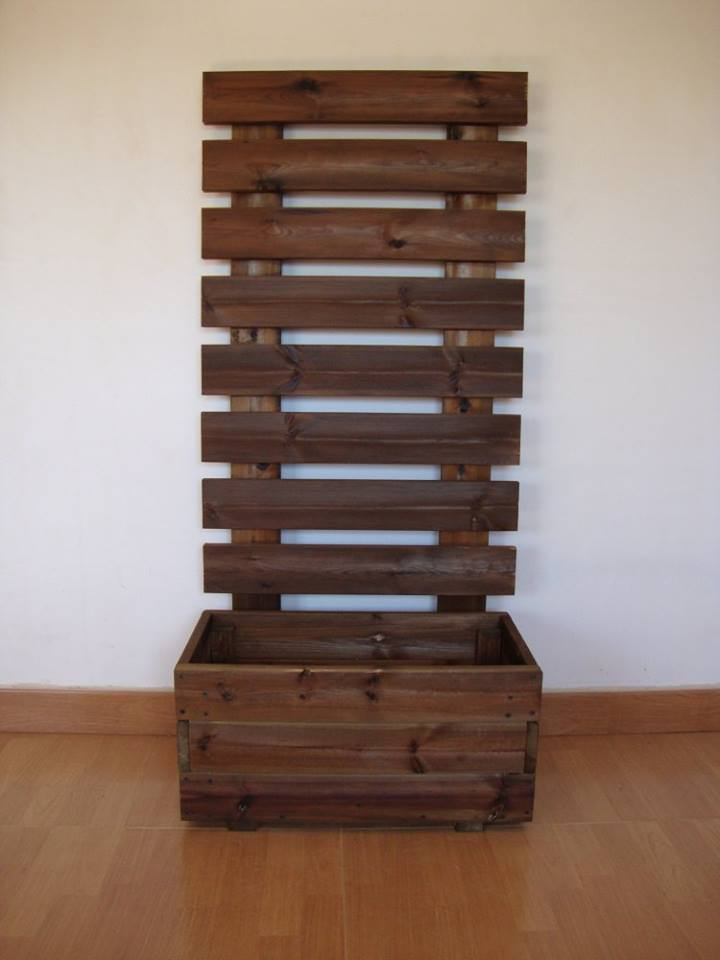 Jardinera con celosia for Jardinera de madera vertical