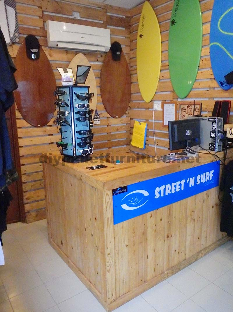 Bares y tiendas hechos con palets for Bar hecho en madera
