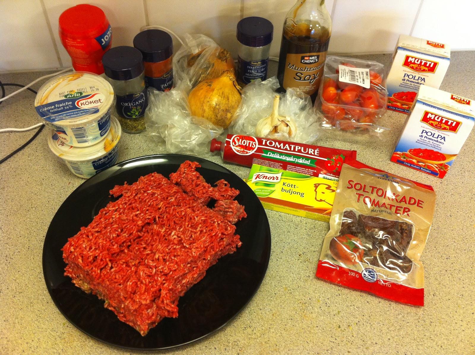 köttfärssås creme fraiche krossade tomater