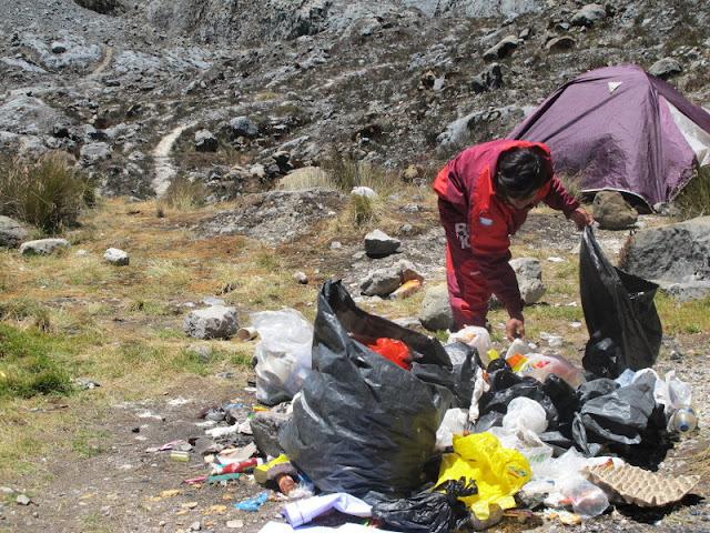 Cartenzs, Gunung Tertinggi di Indonesia Tak Luput dari Sampah