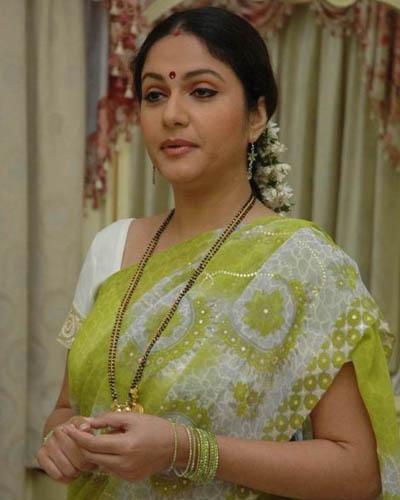 Telugu Desi Aunties Hot Saree Stills   Hot Indian Desi Aunties