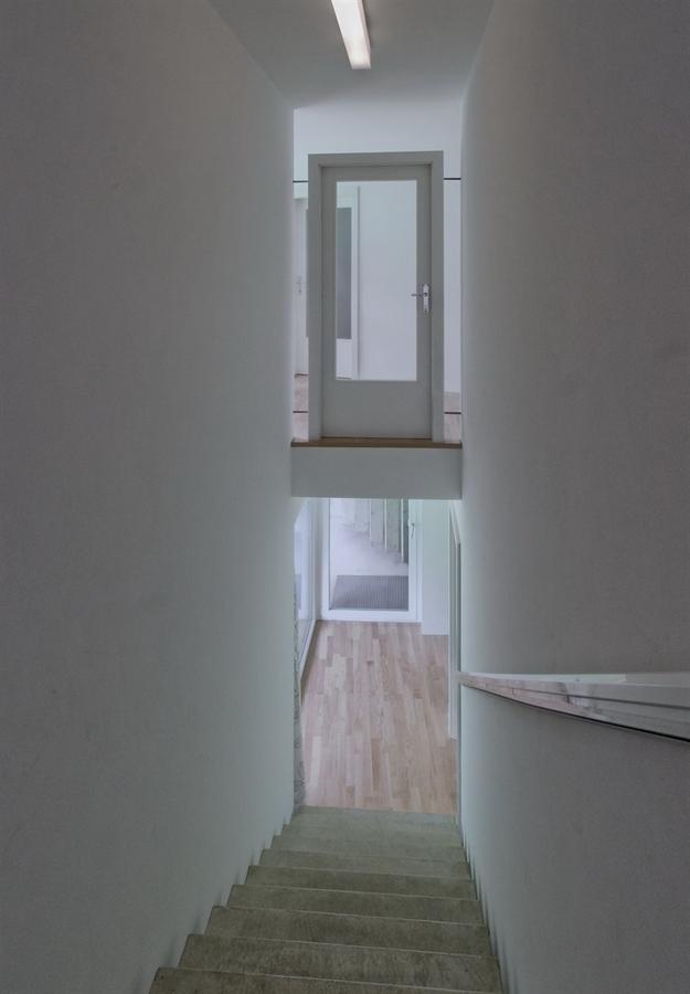 في النمسا واحد من أغرب المنازل التي شيدت وتم تغطيتها بالعشب الأخضر Grass-Covered-House-in-Frohnleiten-by-ORTIS-GmbH-14