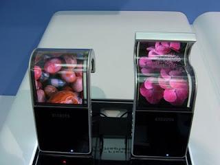 Ponsel Layar Fleksibel Samsung Berukuran 5 Inch