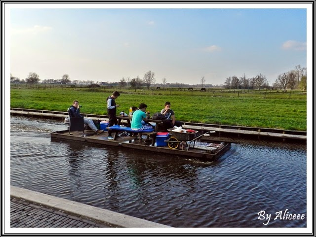 party-pe-barca-olanda