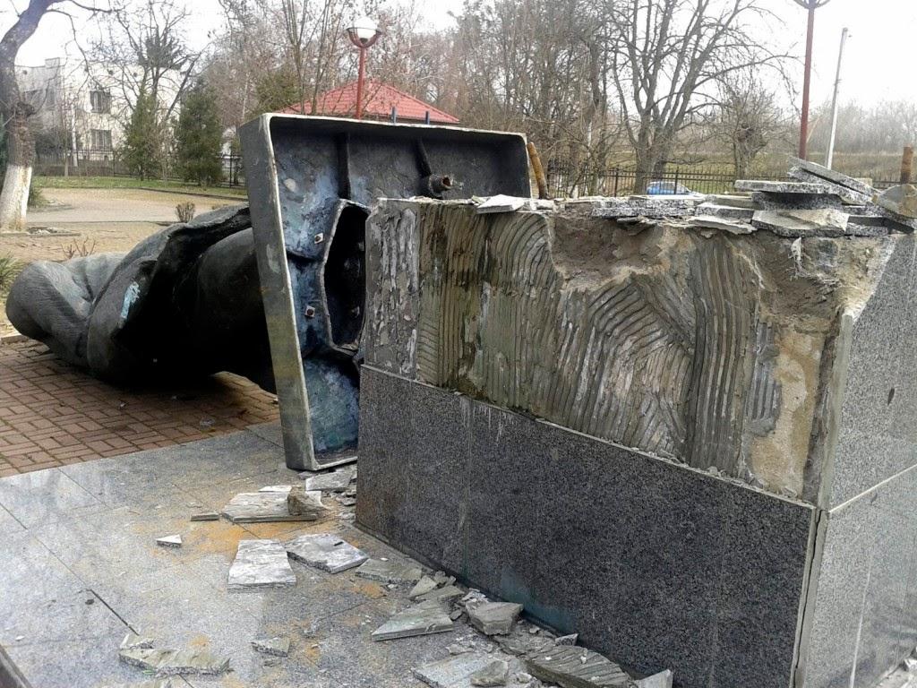 Lenin-szobor, szobordöntés, Ukrajna, Kárpátalja, Csap,