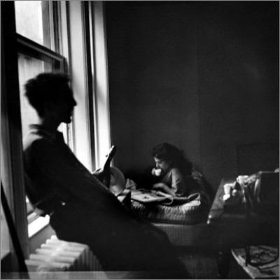 http://midnightmartinis.tumblr.com/post/123742194636/robert-and-mary-frank-new-york-1949-by-elliott