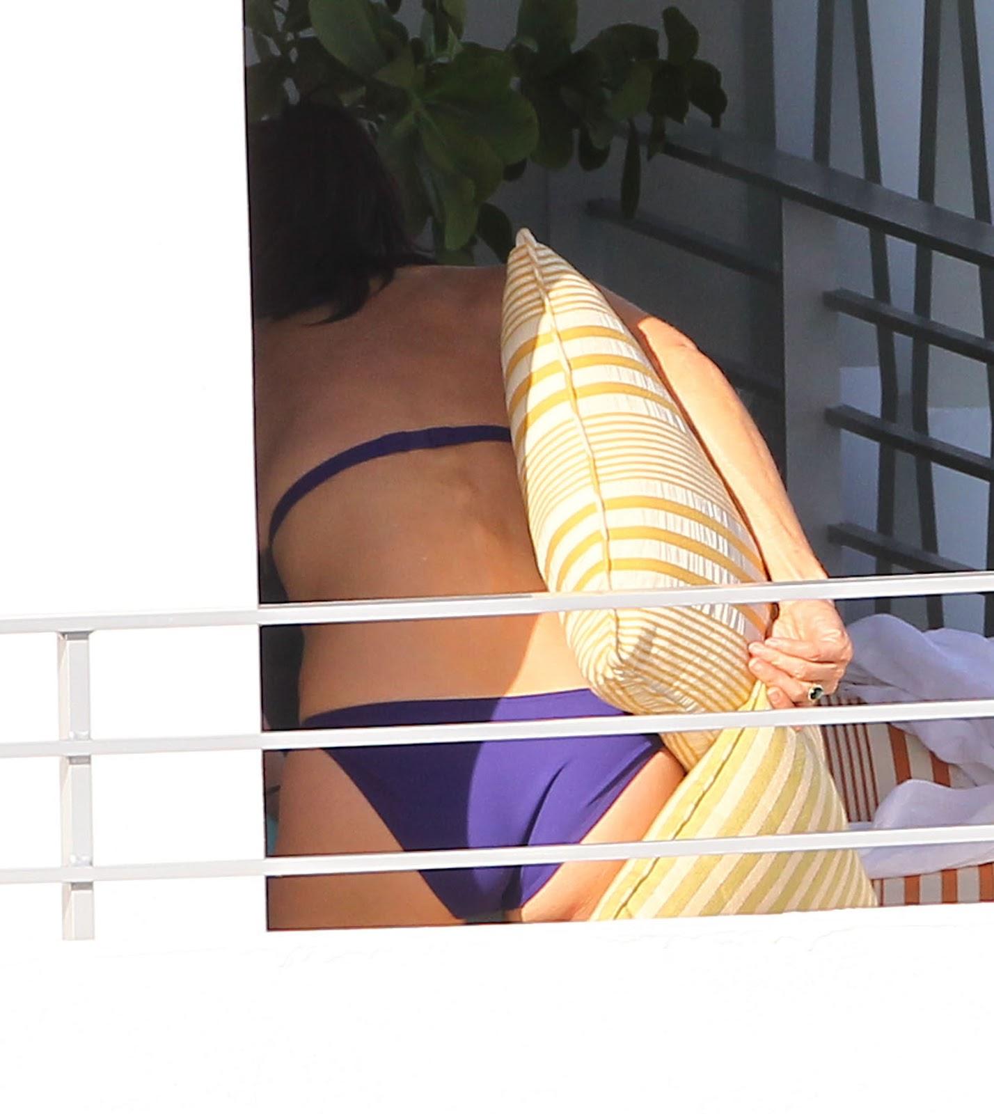http://1.bp.blogspot.com/-PHbYNquMhZ4/UK38C1f9-GI/AAAAAAAAOfk/kd0mgXB_Wt0/s1600/courteney_cox_bikini_2012_4.jpg