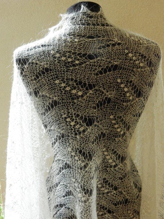 TE KOOP: grote bruidssjaal, ecru roomkleur.