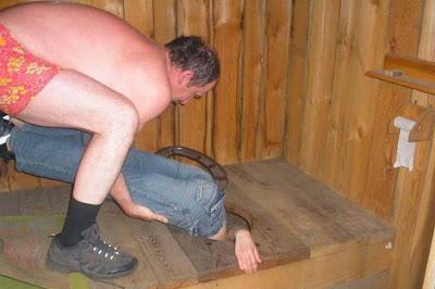 rus-kız-tuvalete-düşen-cep-telefonu