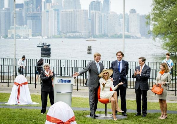 Dutch royals gift seven 'Tulpi-chairs' to Toronto