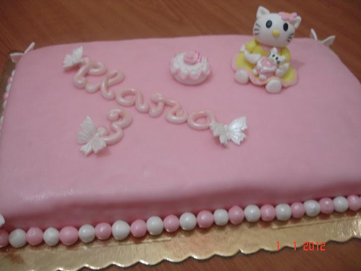 Uma Hello Kitty com a sua boneca