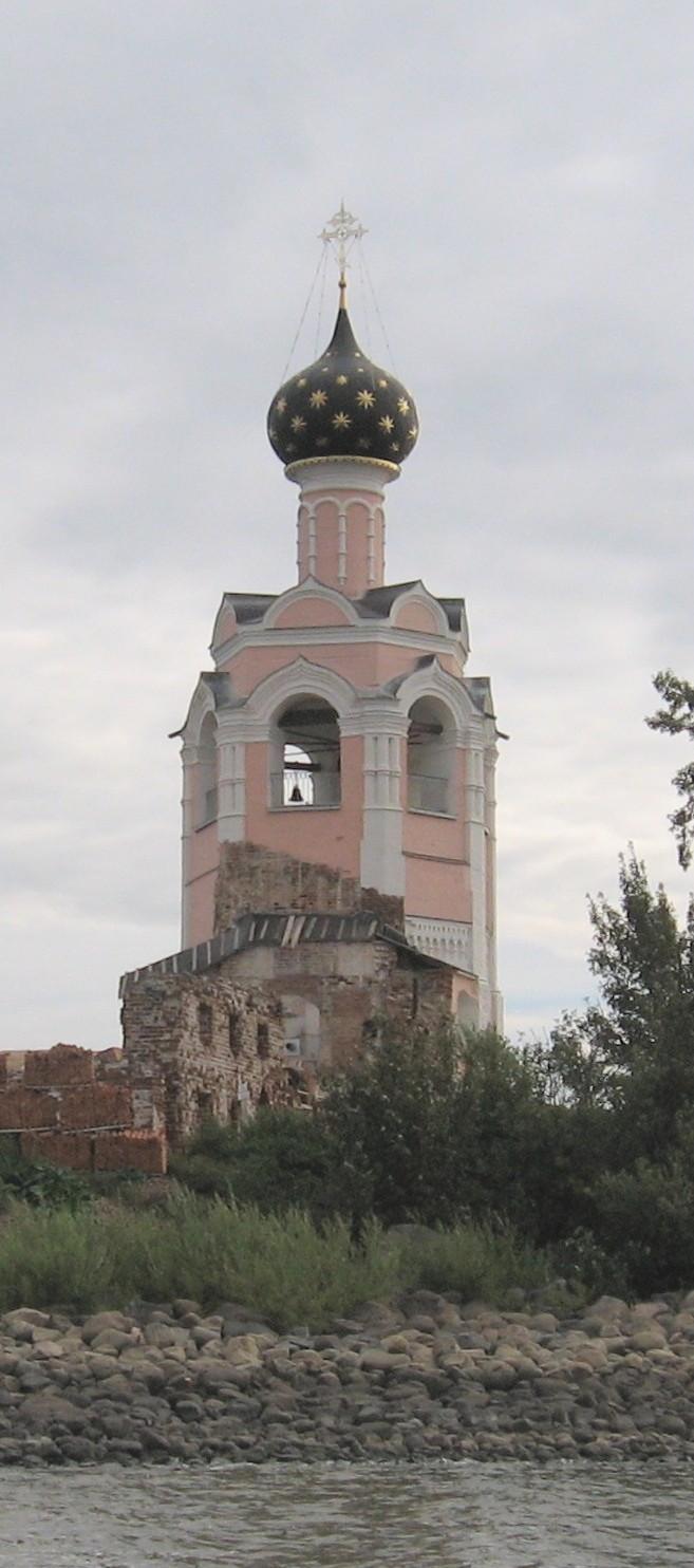 Колокольня Спасо-Каменного монастыря