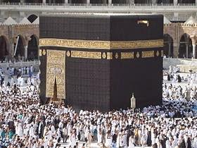 لماذا يطوف المسلمون في الكعبة بعكس اتجاه عقارب الساعة ؟