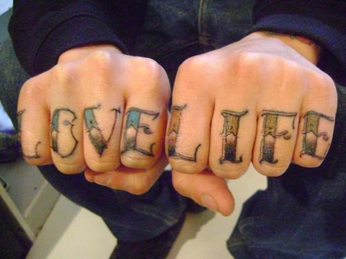 tatuajes en dedos