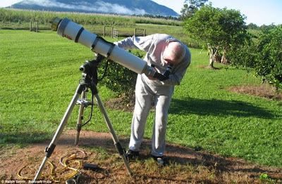 Φωτογραφίζει τον ήλιο από τον κήπο του σπιτιού του - Απίστευτες φωτογραφίες...