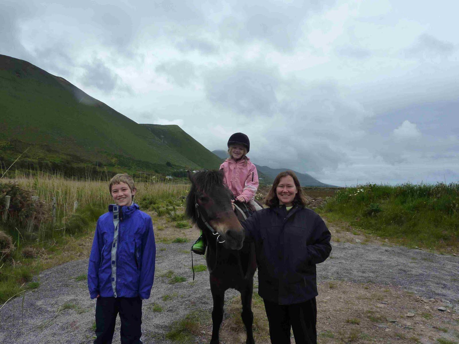 http://1.bp.blogspot.com/-PIfs5C6lMW8/TfTPOp19vMI/AAAAAAAAG40/vL-hTErJGI4/s1600/adele+horse+riding.JPG