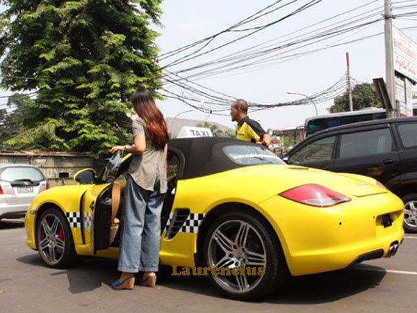 Taksi-Ferrari-dan-Porsche-MMCab_4
