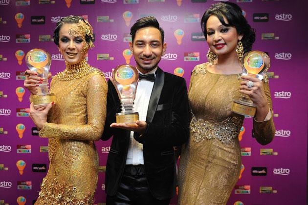 Malaysia, Berita, Gossip, Gosip, Hiburan, Selebriti, Artis Malaysia, Foto-Foto, Menarik, Sekitar, Anugerah Lawak Warna
