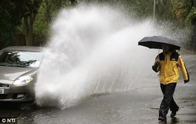 5 lời khuyên lái xe an toàn trong bão lũ, thế giới lốp, lop xe, lốp xe ô tô, giá lốp, gia lop