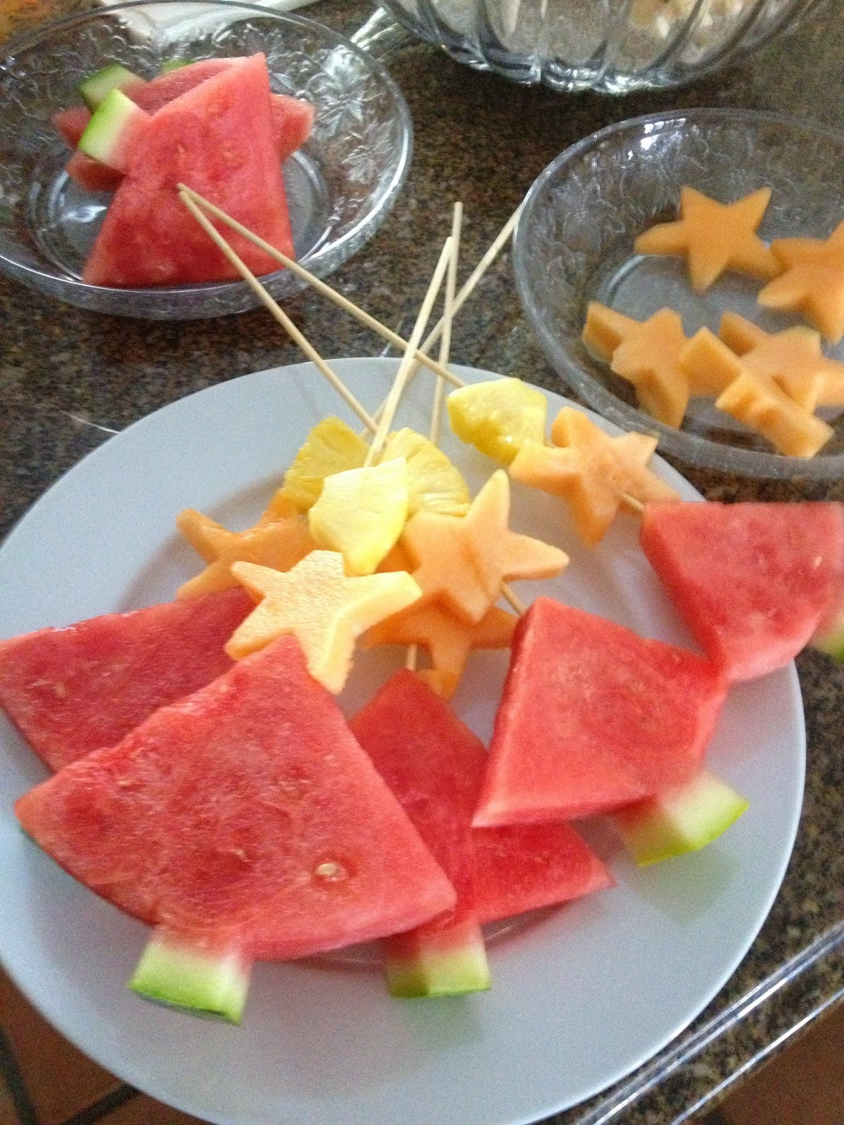 Christmas Party Fruit Ideas Part - 18: Fast And Healthy Christmas Fruit Kabobs