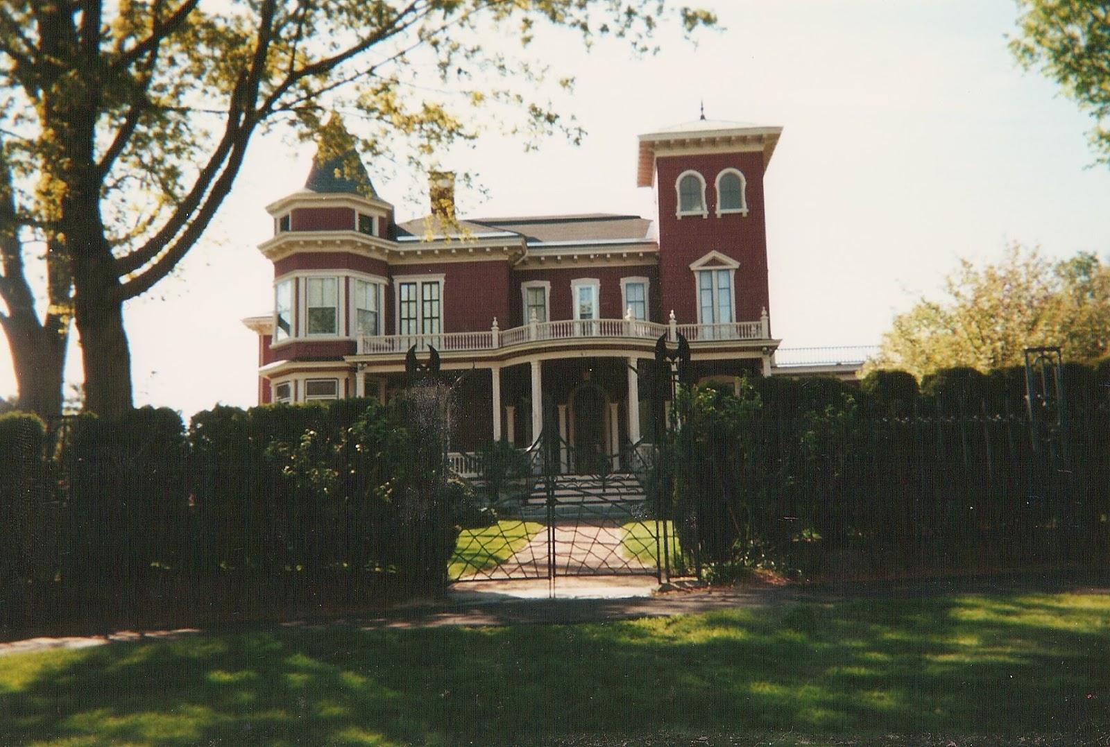 My Literary Travels: Stephen King's House, Bangor, ME (2009)