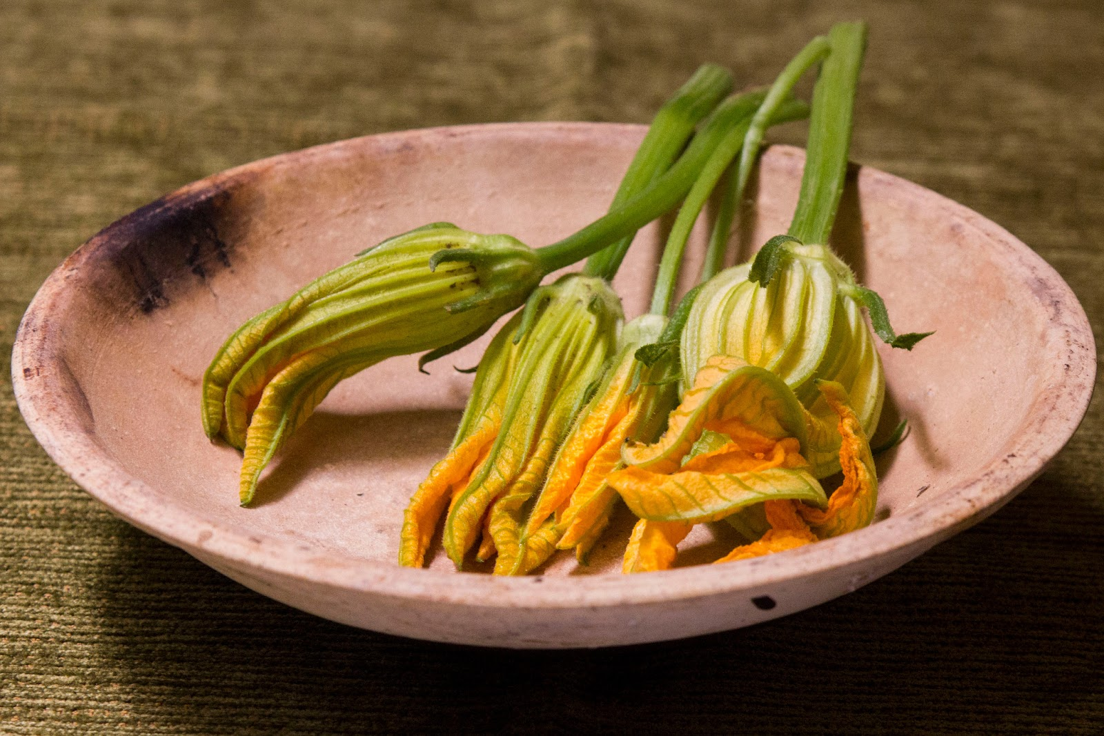 how to prepare zucchini flowers for cooking