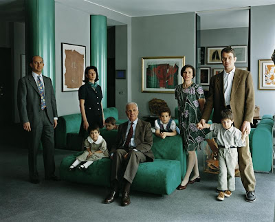 Thomas Struth - the Consolandi family Milan, 1996
