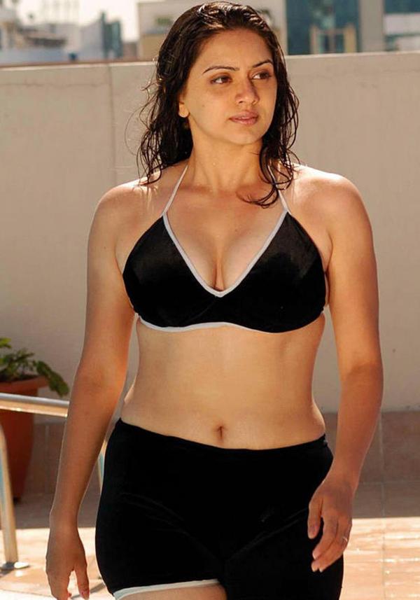 Hot masala tamil actress hema malini hot navel show in bikini