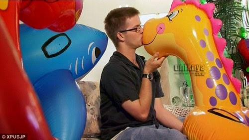 Terobsesi Dengan Mainan Balon