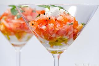 http://1.bp.blogspot.com/-PKNtUyZgO9Q/UKi8bQEo-RI/AAAAAAAAF2U/bxGYX4yTfQ4/s600/receta-especial-navidad-ensalada-navide%C3%B1a-tomate-queso-CocinaConPoco.com-004.jpg