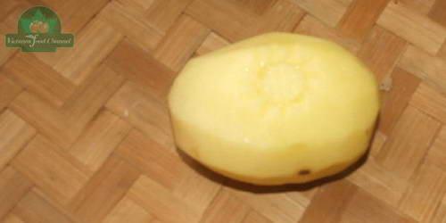 Tỉa hoa thược dược từ khoai tây
