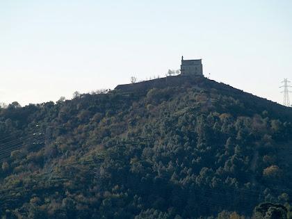 L'ermita de Sant Ramon al cim del Montbaig