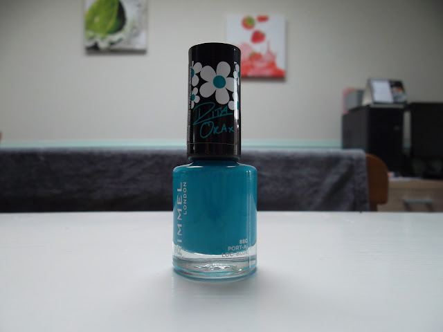 http://www.verodoesthis.be/2015/06/julie-friday-nails-38-port-loo-blue.html