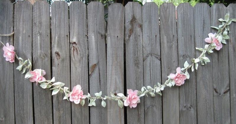 mariages r tro cr ation d 39 une guirlande de fleurs en tissu. Black Bedroom Furniture Sets. Home Design Ideas