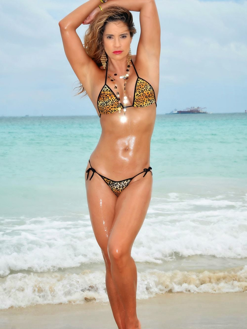 avril lavigne blue bikini   hot girls wallpaper
