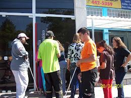 Alunos entrando no banco