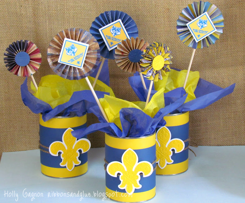 Simple Cub Scout Blue and Gold Centerpieces