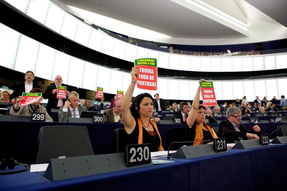 Nuovo internazionalismo note sulla sinistra alternativa for Presenze parlamento