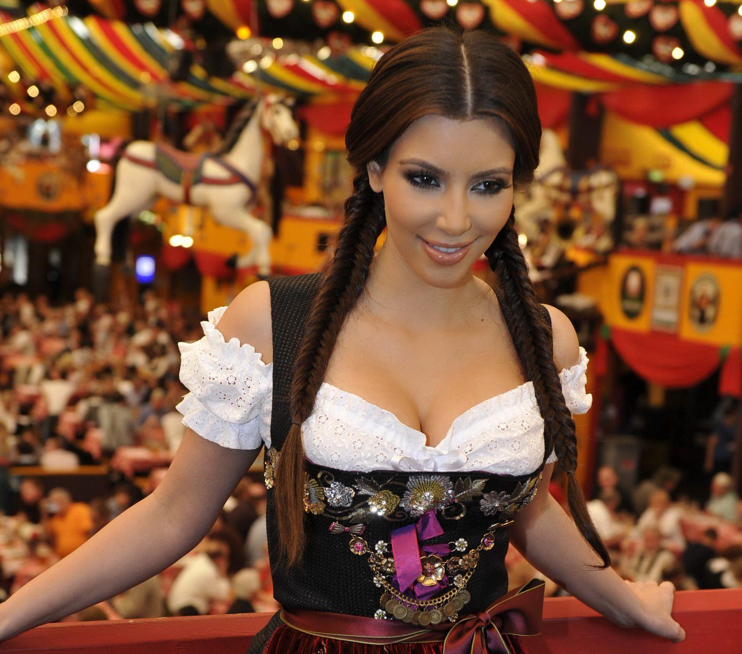 http://1.bp.blogspot.com/-PMeUV9vj8Jg/Tca_nzgn3II/AAAAAAAAF7g/4asCcu7j1TI/s1600/kim_kardashian_09.jpg