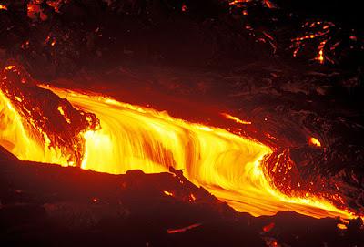 فيديو نادر جدا لأنهار من الحمم البركانية في جزيرة هاواي Hawaii