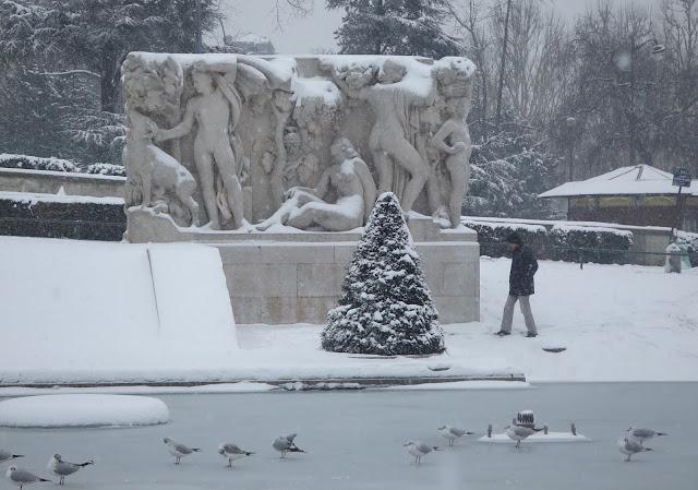 Bloc sculpté en ronde-bosse, réalisé pour l'exposition universelle de 1937. La jeunesse (1937) Pierre Poisson (1876-1953)