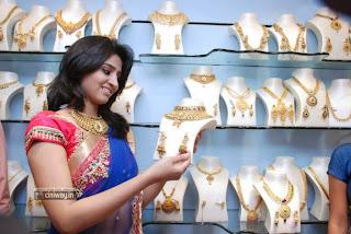 Model-Shamli-Stills-at-Gems-and-Jewellery-Exposition-Launch-Stills
