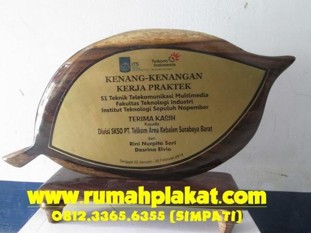 Desain Plakat Kayu Unik, Pesan Vandel Kayu Kenang-kenangan, Supplier Plakat Kayu Malang, 0856.4578.4363 (IM3)