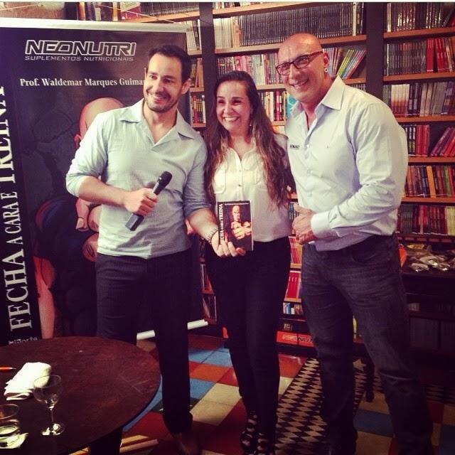 O repórter Celso Cavallini, Priscila Head, da Phorte Editora, e Waldemar Guimarães Foto: Reprodução
